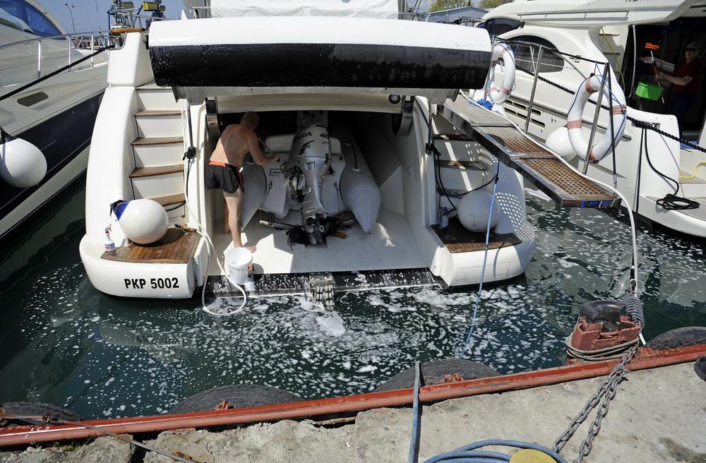 ЭкоВахта: Ради яхты Ткачёва в акватории порта Сочи химикатов не жалели