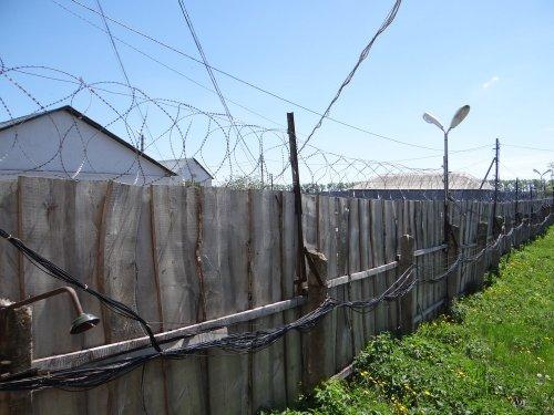 Внутренний забор колонии
