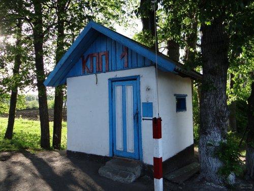 КПП при въезде в поселок Садовый, где находится колония, в которой отбывает срок Евгений Витишко