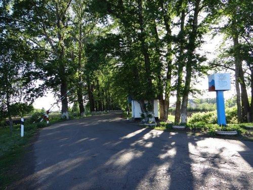 Общий вид на КПП при въезде в поселок Садовый