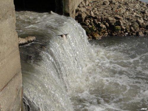 Канализационные водопады под Тургеневским мостом